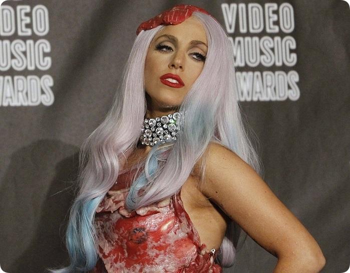 Foto Shutterstock, Lady Gaga in vleesjurk
